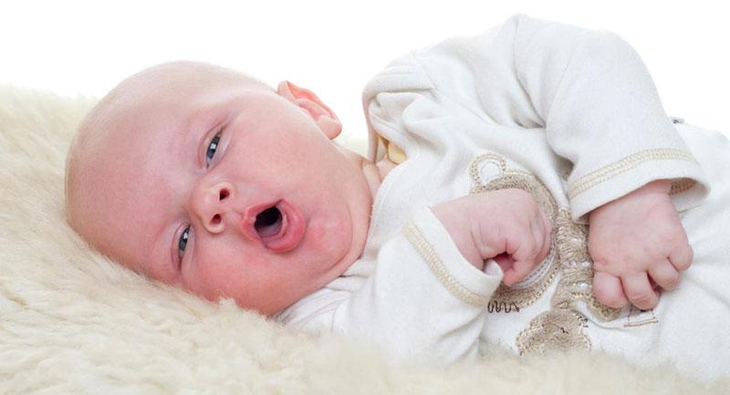 Trẻ sơ sinh bị ho do nhiều nguyên nhân